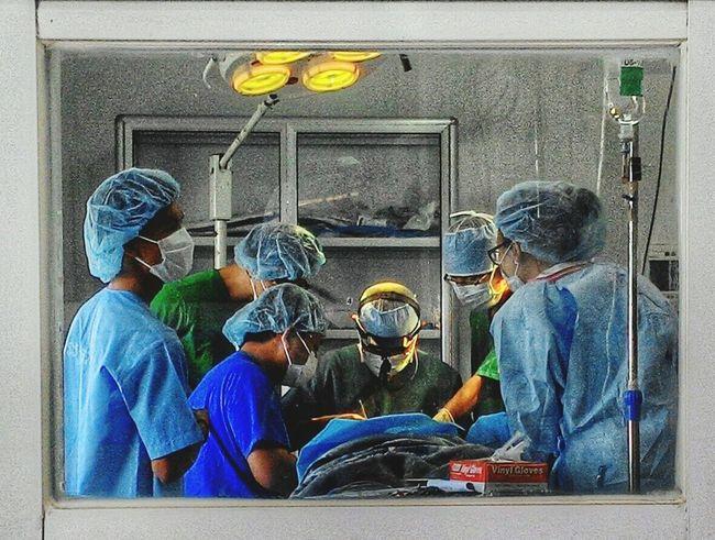 Doctors Operating Theatre Medicine Surgeons PlasticSurgery Surgeryroom Plasticsurgeon Surgeon Operating Room Operation Surgery