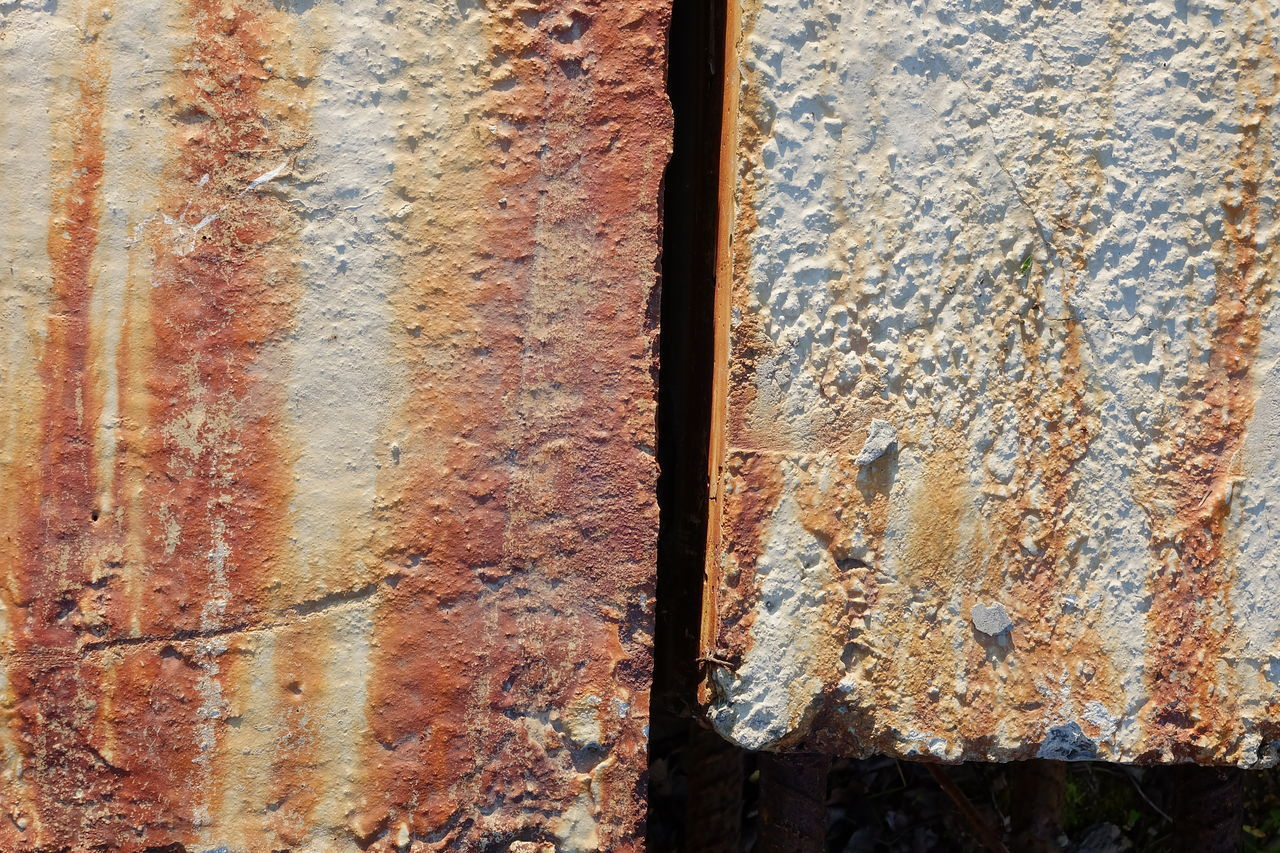 FULL FRAME SHOT OF OLD RUSTY METAL WITH WOOD