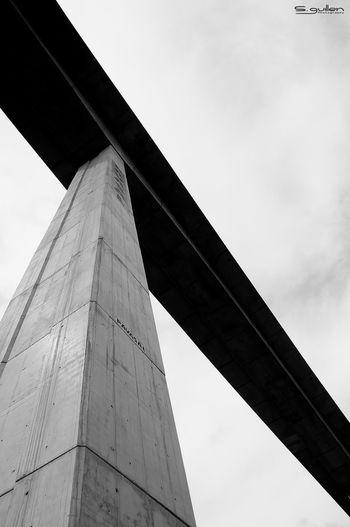 cuando todo parece lejos... cada vez mas lejos... pero en realidad cada vez estamos mas abajo Taking Photos Nikond300 Nikon Puente Bridge Blackandwhite Photooftheday Architecture Meditation Time