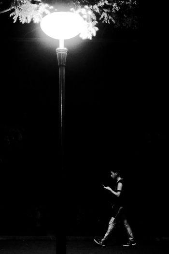 孙康贫映雪,车胤苦囊萤。可怜近来读书辈,夜来灯下过,唯览手机屏。 the only light i need is from my cellphone. Cellphone Photography Night Outdoors Street Light Student Student,bible,bus Tree Welcome To Black