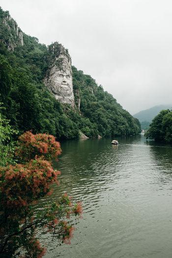 www.instagram.com/pontosanpele Romania Romanian  Wild Nature Nature Green Nature Pele Photography Danube Decebal DecebalusRex Statue Sculpture Sculpted Green River Danube River