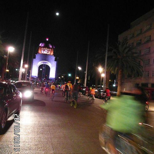 El final del recorrido, a lo que mis piernas agradecían. PaseoDeTodos RunningBike MonumentoALaRevolucion Luna Streetphotography Moon Photography