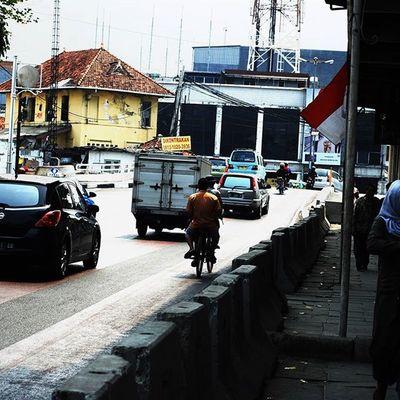 Hidup tanpa kemewahan ojek sepedah Iamindonesiacontest Nikonindonesia Iamindonesia Nikon Nikontop Humaninterestphotography D80 Nikond80