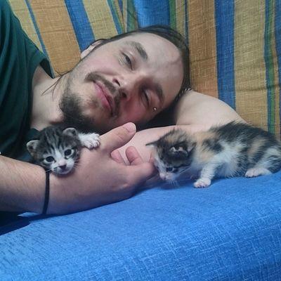 Mein bester Freund Seb ist übrigens Single, falls jemand Interesse hat 😉 Die Katzenkinder mögen ihn! Echo_the_cat Felicidad_the_cat Schnecki