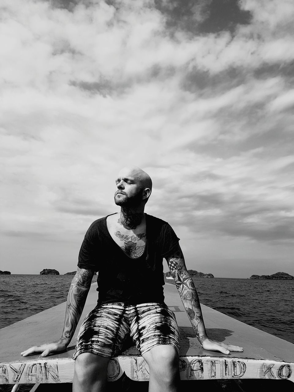 cloud - sky, sea, sky, water, horizon over water, outdoors, one person, young adult, leisure activity, real people, day, front view, beach, sitting, nature, young men, lifestyles, nautical vessel, young women, men, beauty in nature, people