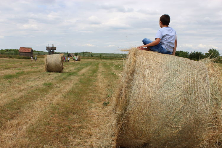 After Harvest Boy Cheer Child Children Cute Football Spectator Fun Game Holiday Paille Play Playing Rural Scene Seasons Sitting On A Straw Bale Spectator Straw Stroh Capture The Moment Nature The World In My Eyes Fresh On Eyeem  Watching Sport Sommergefühle