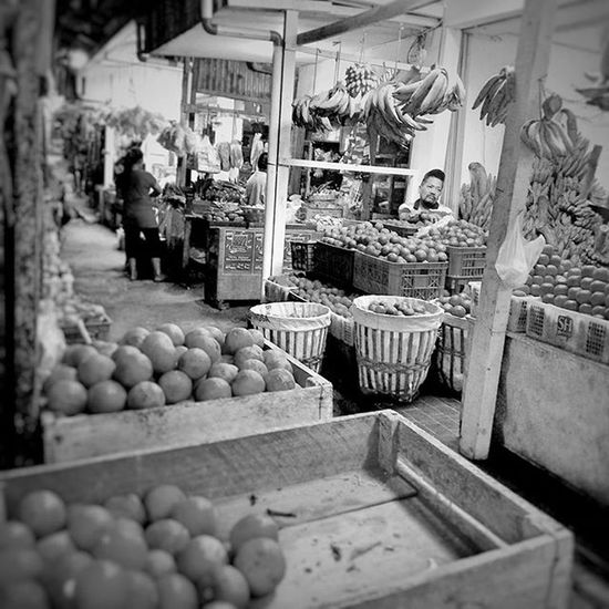 Typical traditional fruit market in Indonesia. POTD Saturday Weekend Pasuruan fruits fruitmarket eastjava jawatimur indonesia bw_indonesia blackandwhite blackandwhitephotography colorless world_bnw bw_awards insta_bw bnw_planet ae_bnw bnw bnw_society bwstyles_gf bnw_diamond bnw_life rsa_bnw blacknwhite_perfection