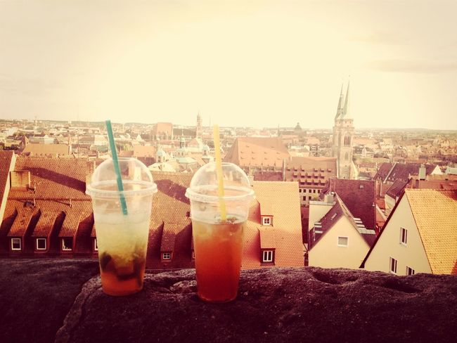 Cocktails mit Nürnberger Skyline