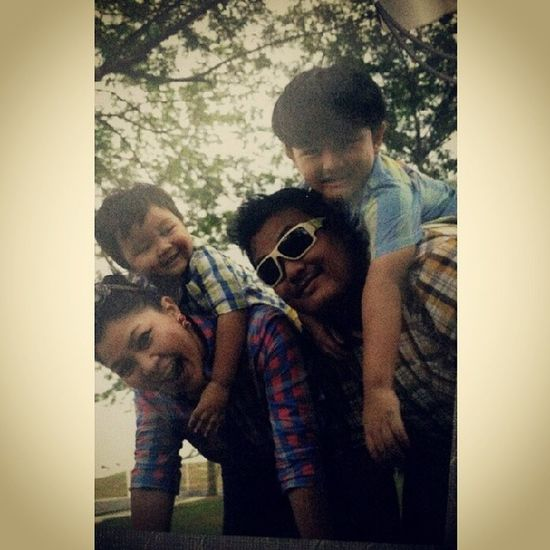 Chinta kita..haha Throwback Familygathering Familypic PUTERIHARBOUR Nusajaya