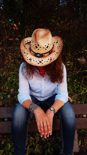 cowgirl View Scenics EyeEm EyeEmNewHere EyeEm Best Shots Calmness Beautiful Calmness Of Nature Ambiance Liveauthentic Sitting Women Sun Hat Cowboy Hat Front View Hat Casual Clothing Straw Hat Farmland Cowboy Wild West Ranch