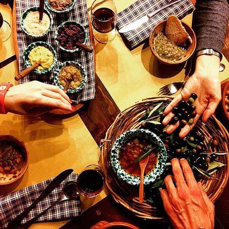 Indovina chi viene a cena? | Guess who's coming to dinner? // feat. @parisianinrome @helium_tea @dario_di_giorgio (Onthetable @onthetable_project | entry for Nottebiancaterme Incredibletuscia ) [Igerslazio Igersviterbo Visitlazio ] {enjoy with @instagram} Ilrichiastro DafarenelLazio Lazioisme Percorsiestruschi Showmethestreet Autumn4igers Seetoshare Tv_living DafareinItalia Italia365 Direzioneitalia BuongiornoViterbo Whatitalyis Communityfirst Insolitaitalia Browsingitaly Exploringitaly Tuscia  Viterbo benessere onthetableproject viterbocittatermale viterbocittàtermale itwasmeonthatroad