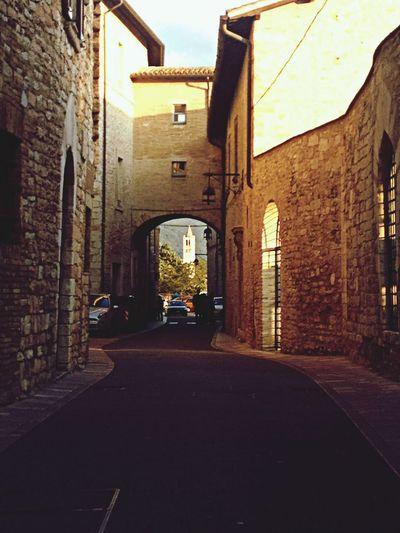 Golden light in Assisi. Assisi Goldenlight Streetphotography Street
