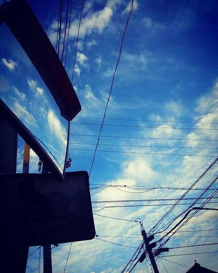 鏡 ミラー カーブミラー そら部 ソラ 空 くも 雲 夕方の空 夕方 夕方散歩 電信柱 今日の空 今日の雲 100pic 100pics 100pictures