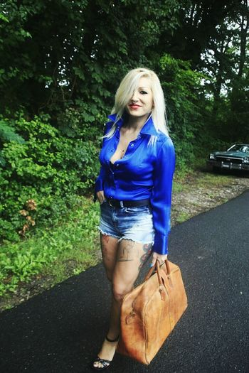 Blue Photoshooting Blondiegirl 70s Fashion Aldoshoes Tattoosmodel Chevroletelcaminoss Vintage Fashion Vintagelifestyle Essemclothing Sexygirl www.essem.ch