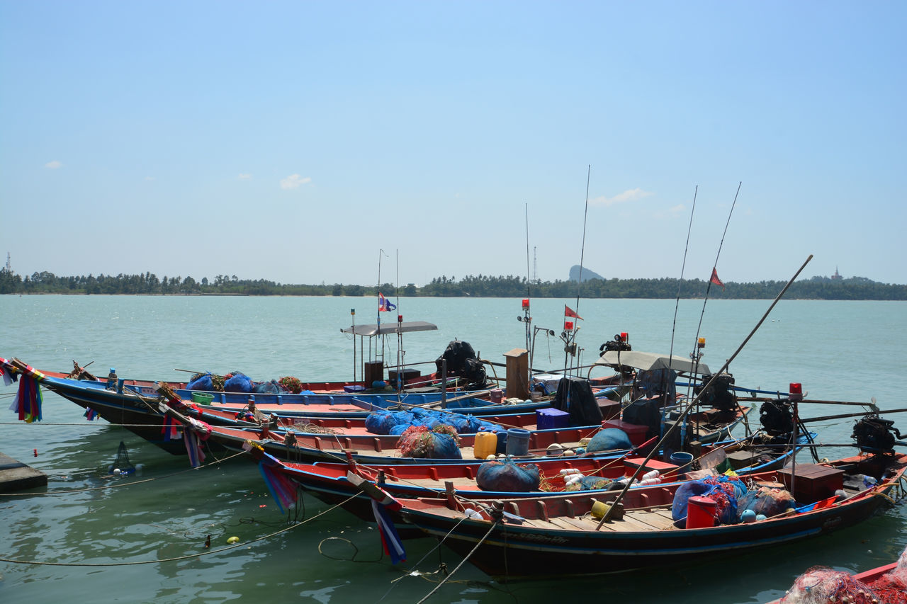 BOATS MOORED ON SEA AGAINST SKY