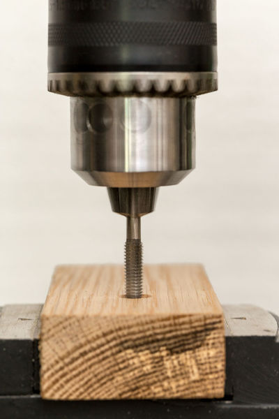 Workshop Chuck Craft Do-it-yourselfer Drill Drilling Machine Factory Fitter Handicraft Handicrafts Hardware Store Locksmith Mechanical Art Metalworker Speed Tapping Thread Cutting Thread Machining Threading To Clamp To Fix Trade Wood - Material Work Tool Workshops