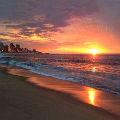 It's Official: I'm addicted to sunrises!! MoreSunrisesAndLessSunsets ☀️☀️☀️☀️💥💥 É oficial: Estou viciada em nascer do sol!! Riodejaneiro Verãoseulindo Igersrio 💥✨💫