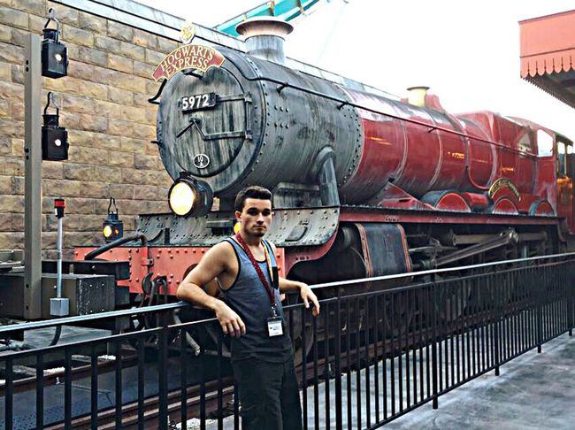 Hogwarts Express Train Train Station Platform 9 3/4  Transportation Steam Train Old-fashioned Universal Studios  Universal Islands Of Adventure Orlando Florida Wizarding World Of Harry Potter Harry Potter One Young Man Only Muscular Build
