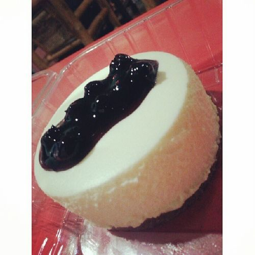 Oh my! What a delight!! :)) blueberry cheese cake for me!! :)) hahaha! Its worth the price :)) Cravingssatisfied Allo !:)