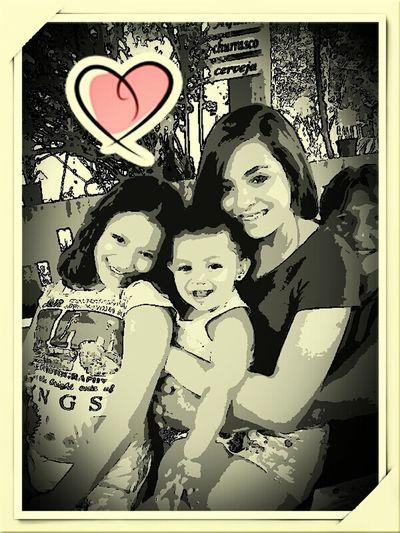 Minha mãe e as netas no meu niver