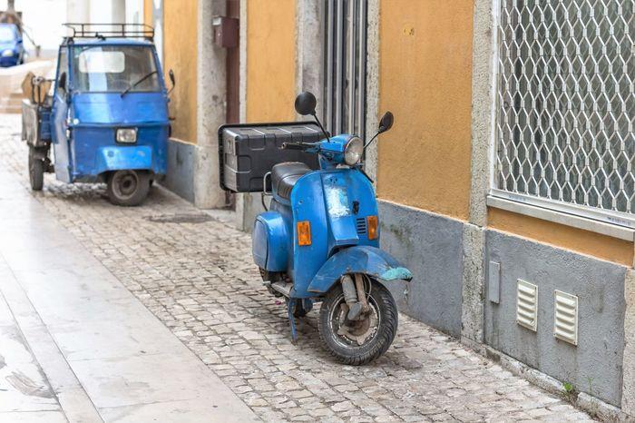os azulinhos Azul Blue City Estacionado Land Vehicle Mode Of Transport Moto No People Road Rua Scooter Stationary Street Transportation Transporte Veichle Veiculos