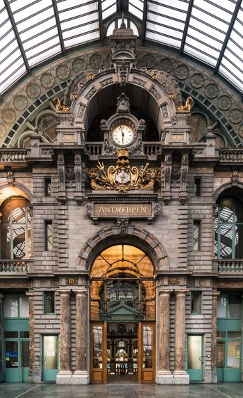 Half past Belgium Antwerpen Centraal Antwerpen Arch Ornate Architecture Built Structure Indoors  Day Travel Destinations Building Exterior