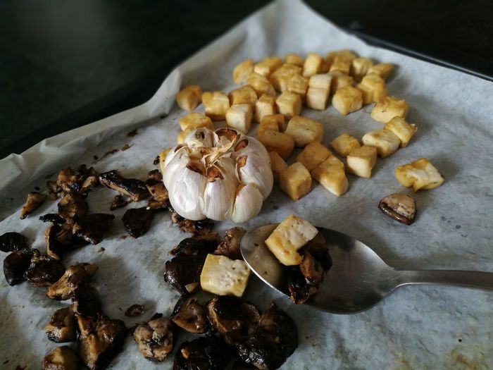Roasted snacks.. Vegan Vegetarian Bits And Pieces Vegetarian Food Vegan Food Food And Drink Healthy Food Healthy Meal Roasted Roasted Vegetables Shiitake Taufu Healthy Eating Ready To Eat Protein Energy Cooked Food EyeEm Selects No People Food Indoors  Homemade Close-up Freshness Ready-to-eat Indulgence Indoors  High Angle View Fresh On Market 2018 Food Stories