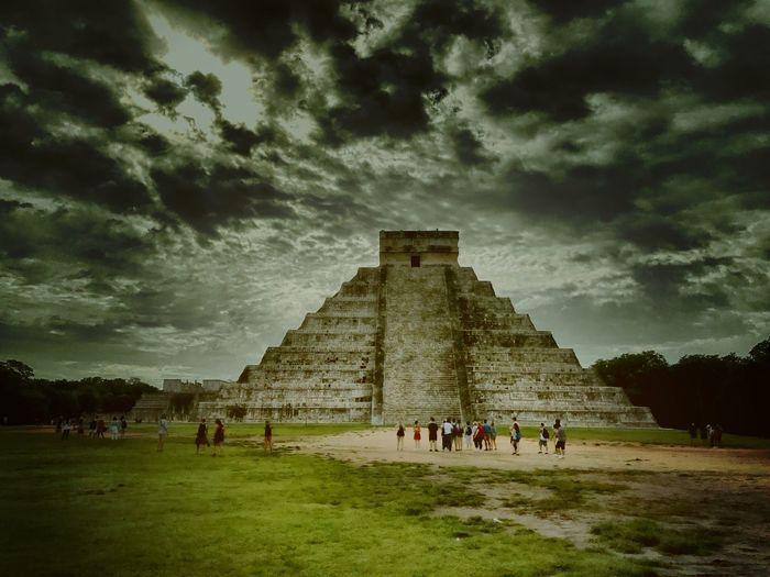 Ku kul kan Mayas Ku Kul Kan Quetzalcoatl Castillo Yúcatan Mexico History Large Group Of People Ancient Sky Built Structure Travel Travel Destinations