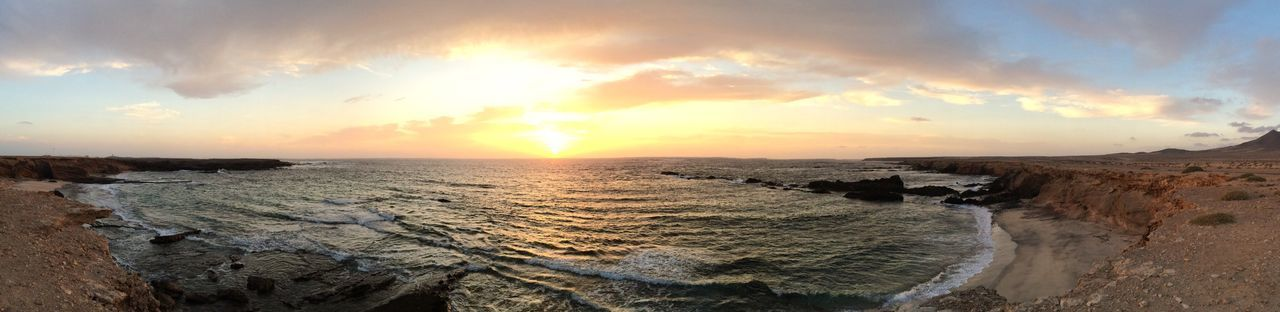 Atardecer en Puerto de la Cruz, Fuerteventura. Sunset at Puerto de la Cruz, Fuerteventura. Sunset Sea Sunset Beach Sea And Sky No Filter Fuerteventura Canary Islands Canarias