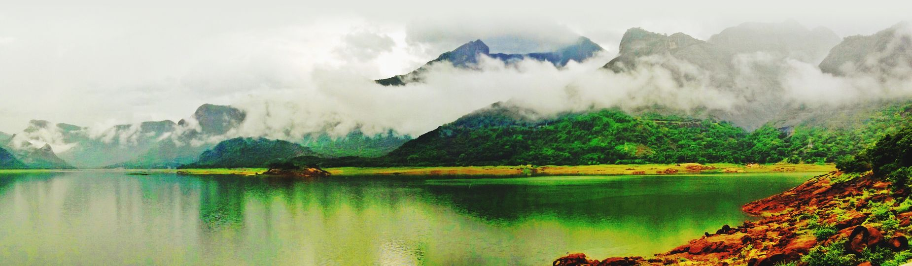 Here comes the Panorama ;) Tranquil Scene Water Mountain Scenics Tranquility Lake Beauty In Nature Reflection Nature Non-urban Scene Majestic Waterfront Cloud - Sky Travel Destinations Mountain Range Tourism Sky Green Color Outdoors Surrounding