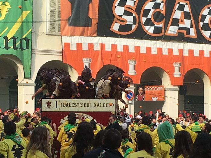 Carnival Crowds And Details Carnival Party Oranges Crowd Battle Of The Oranges Carnivale Di Ivrea Float