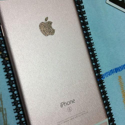 貼上這紋路的背貼還是挺有質感的~ 只是換了風格。 IPhone