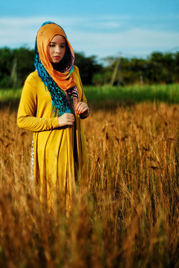 Fasion Fashion Stories Field Only Women One Person One Woman Only Agriculture Adult People Lifestyles Beauty Sky Young Adult Rural Scene Nature Cereal Plant Adults Only Standing Outdoors Women Young Women Landscape