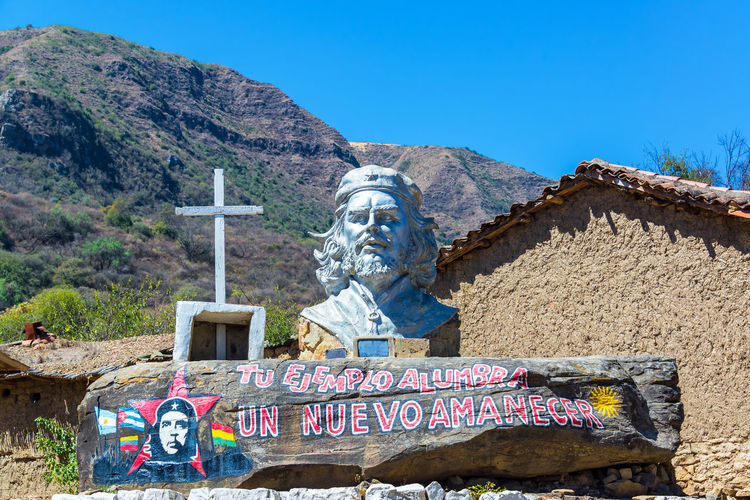 LA HIGUERA, BOLIVIA - AUGUST 6: Monument to the revolutionary Che Guevara La Higuera, Bolivia seen on August 8, 2014. Guevara was executed in La Higuera on October 8, 1967 Argentina Argentinean Bolivia Bust  Che Guevara Communism Countryside Cross Cuban Ernesto Che Guevara Guerrilla Higuera History Landscape Memorial Monument Outdoors Revolution Revolutionary Rock South America Statue Travel Vallegrande View
