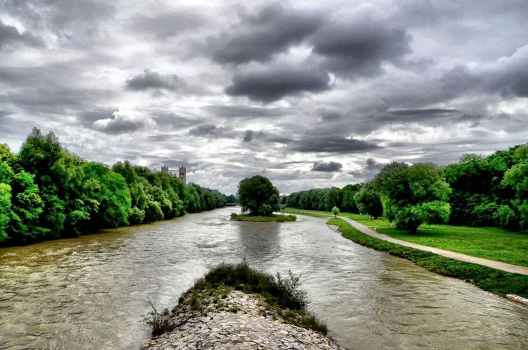 First Eyeem Photo EyeEm Nature Lover Muenchen Germany Alberi HDR Nuvole Fiume Isar Riverflow