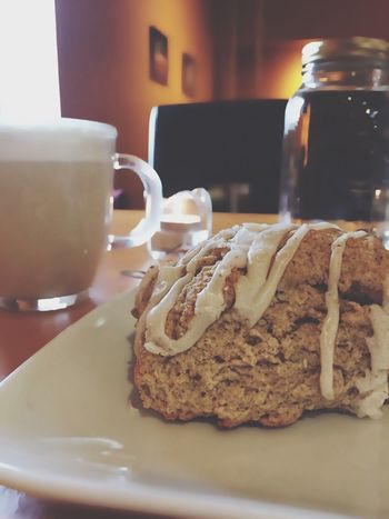 Lieblingsteil Food And Drink Food Freshness Indoors  Sweet Food Coffee Cup Drink Table Close-up Plate Ready-to-eat Refreshment Chaitealatte Scone Scones & Cup Of Tea Coffee House Cozy Cafe My View My Year My View Real Life Myview Relaxing Foodie Day Visual Feast