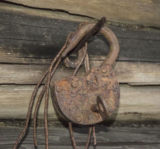 Alt Baulks Dielen Lock Metal Metall Metallic Old Padlock Rost Rust Verriegeln Vorhängeschloss