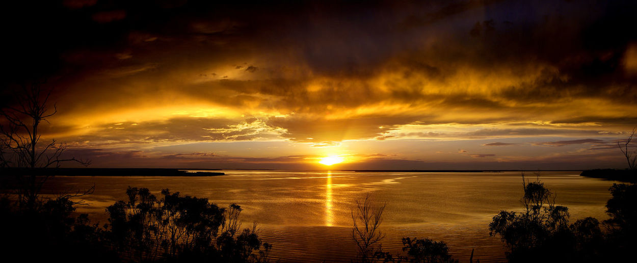 Beauty In Nature Dramatic Sky Horizon Horizon Over Water Idyllic Lake King Landscape Majestic Metung Nature No People Outdoors Reflection Scenics Sea Silhouette Sky Sun Sunlight Sunset Tranquil Scene Tranquility Victoria Water Lost In The Landscape