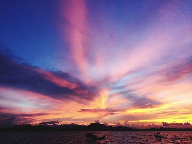 Every sunset brings a promise of a new dawn 🌅 Sunset Sea Sky Cloud Life Promise