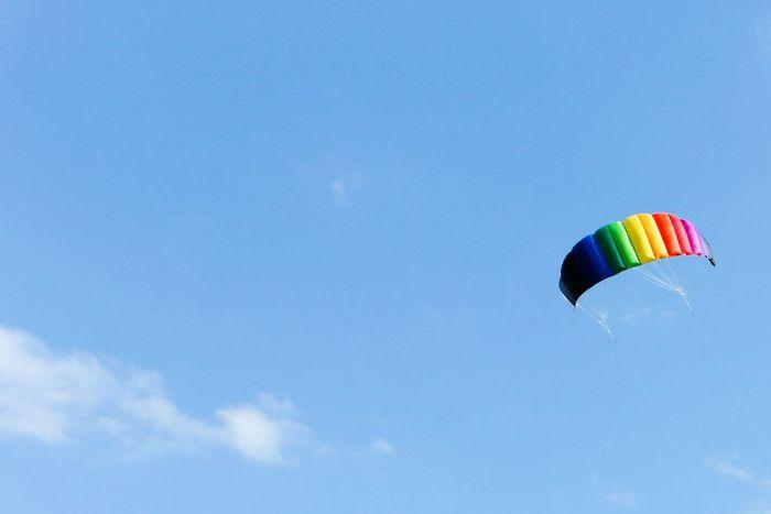 Multi Colored Flying Sky Blue Motion Summer Sport Parachute Outdoors Backgrounds Activity Wind Wind Power Kite Kite Flying Kite In The Sky Lenkdrachen