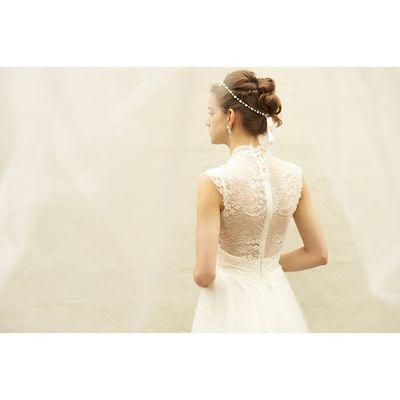 後ろ美人に憧れます(⌒_⌒) レースの繊細な印象的なドレスです。 Cliomariage Weddingdress Weddingtuxedo クリオマリアージュ ウェディングドレス ウエディングタキシード Wedding ウェディング Weddingaccessory Weddinggift ウエディングアクセサリー ウエディングギフト Tokyowedding 東京 渋谷 Japan 撮影