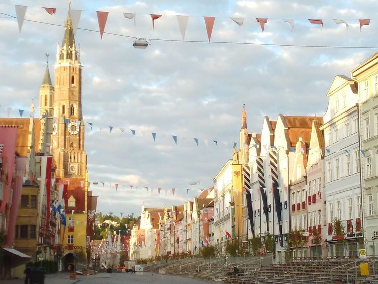 Die Altstadt mal ganz anders... ruhig! City Street Cityphotography Cityview Day Cloud - Sky Architecture History Sky Architecture City Multi Colored Outdoors No People Cityscape Landshuter Hochzeit Landshut, Germany Landshut My Hometown My Places Stories From The City