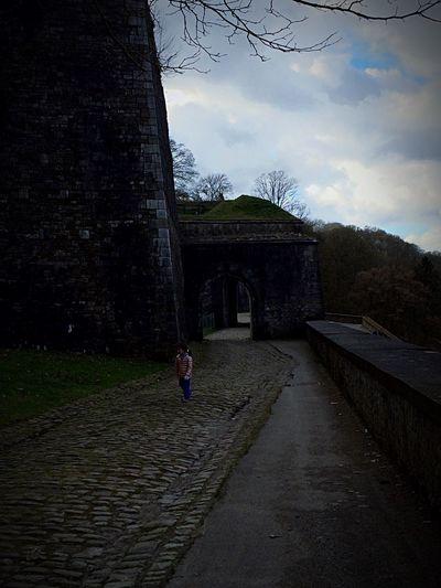 L'enfant et son château Castle CitadelleNamur Sombras