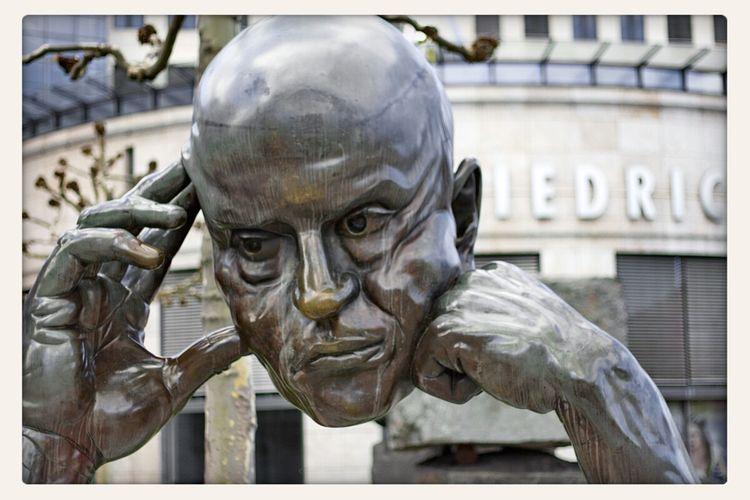 Wer zuviel denkt, bekommt einen schweren Kopf Stuttgart Dichter Und Denker Der Denker