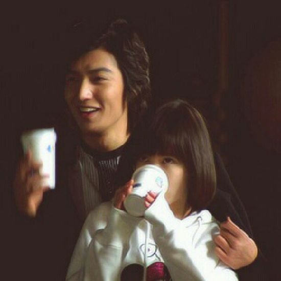 Watching Boys over flowers BoysOverFlowers Boy Girl Love serie drama drinking cute couple instapic instagood instalover