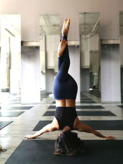 why moody when you can invert your booty 😁 Yoga Yogagirl Yogalife Yogalove Yogapose Yogapractice Inspiration Headstand Yoga Inversion Yogachallenge Yogaeverywhere Fitnessgirl Fitness Goodvibes Fit Indoors  Beauty One Woman Only People One Person Relaxation Exercise Wellbeing Sport Gym