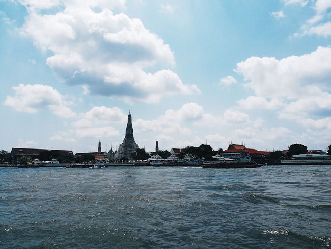 วัดอรุณฯ Watarunbangkok Watarun Bangkok Thailand City Cityscape Water Sea Urban Skyline History Silhouette Sky Architecture Building Exterior The Great Outdoors - 2018 EyeEm Awards
