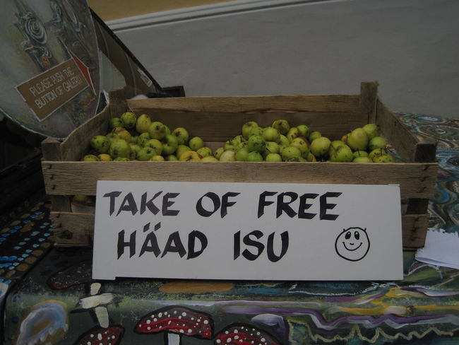 Food left for the needy, Tallinn, 2014. Estonia Estonia 🇪🇪 Free Food  Helping Poor  Apples Caring Day Donation Food Food And Drink Freshness Fruit Generosity Generous Giving Healthy Eating Helping Others Market Market Stall No People Outdoors Pears Poverty Sharing