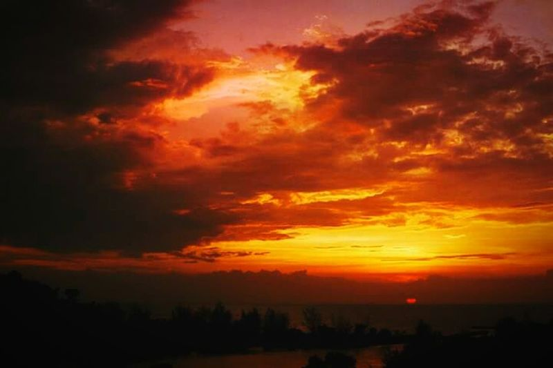 Mellow yellow... 35mm EyeEmNewHere 35mmfilmphotography NikonFM2 Film 35mm Film Fujifilm Red Sky Awe Tranquility Outdoors Cloud - Sky Sunset Dramatic Sky Space