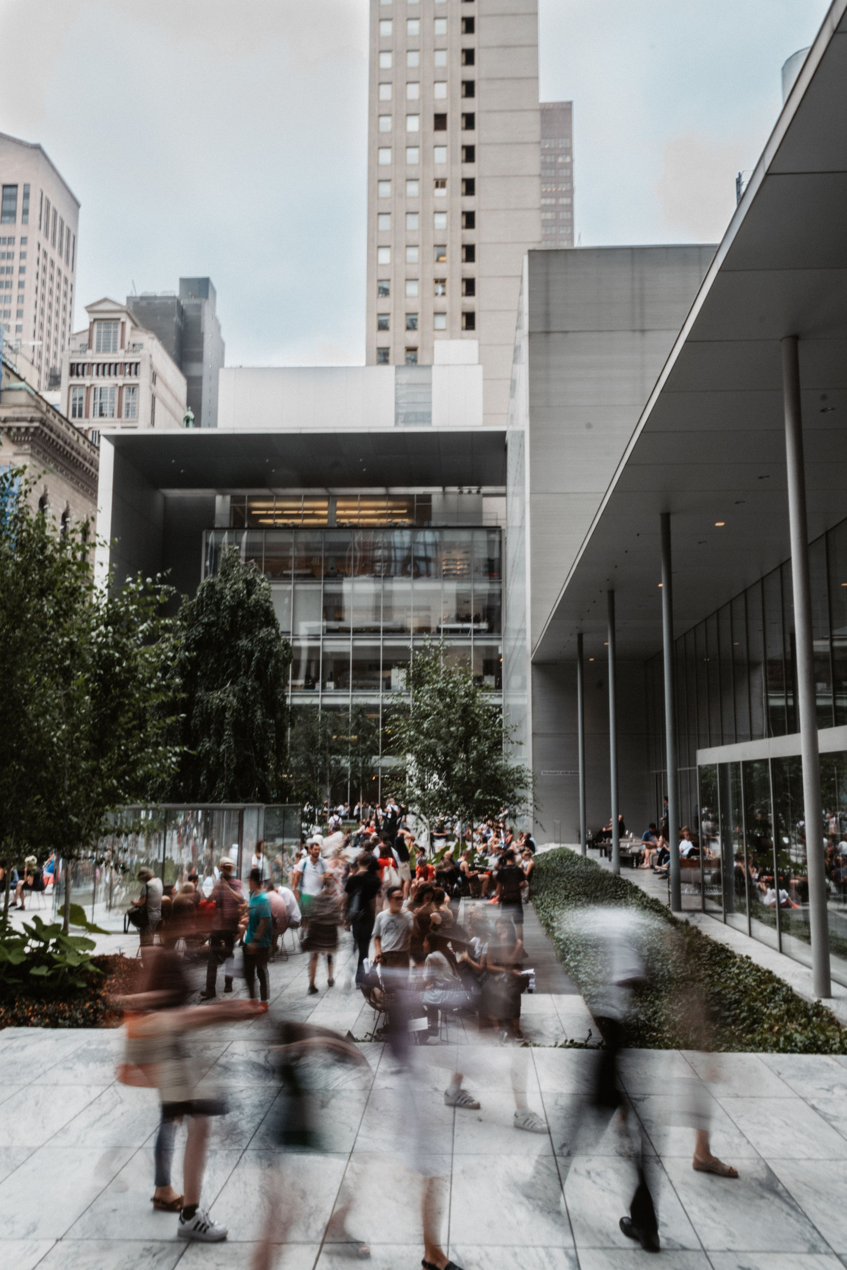 architecture, building exterior, built structure, blurred motion, city, group of people, crowd, motion, building, large group of people, real people, city life, outdoors, walking, men, street, transportation, nature, day, office building exterior, busy
